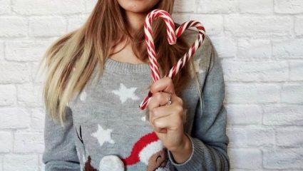 Χριστουγεννιάτικα πουλόβερ: Η πιο cute τάση της εποχής μονοπωλεί το ενδιαφέρον του Instagram