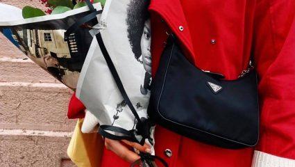 Hobo bag: Η Prada επαναφέρει την τάση των '00s 20 χρόνια μετά