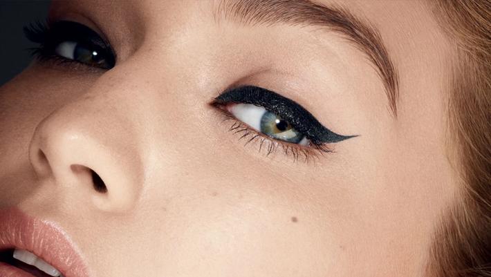 Ο έξυπνος τρόπος για να βάλεις eyeliner εύκολα και χωρίς κόπο