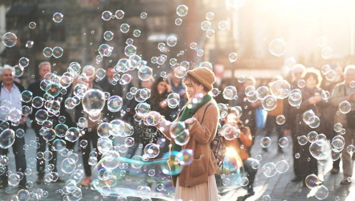 Η επιστήμη μίλησε: Τα δύο πιο ευτυχισμένα χρόνια του ανθρώπου δεν είναι αυτά που πιστεύουμε