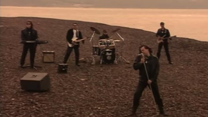 Μπροστά απ' την εποχή του: Ο ύμνος που έβαζε φωτιά σε όλα τα πάρτι των 90's (Vid)