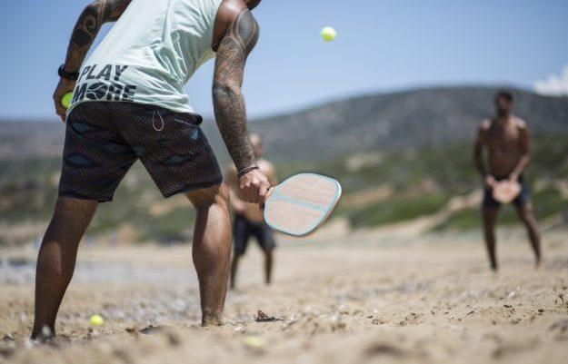 Το δράμα των «ρακέτα-ρακέτα»: Τι δεν θα μπορούν να κάνουν στις παραλίες φέτος λόγω κορωνοϊού
