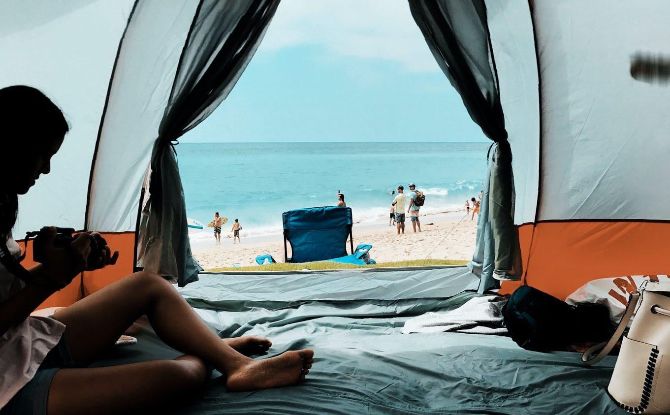 Μακριά από συνωστισμό: Τα 5 κορυφαία κάμπινγκ για τις καλύτερες εναλλακτικές διακοπές