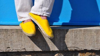 «Εσπαντρίγιες»: 3 παπούτσια που αν τα φοράς το καλοκαίρι, τότε παίρνεις κόκκινη κάρτα στο γούστο
