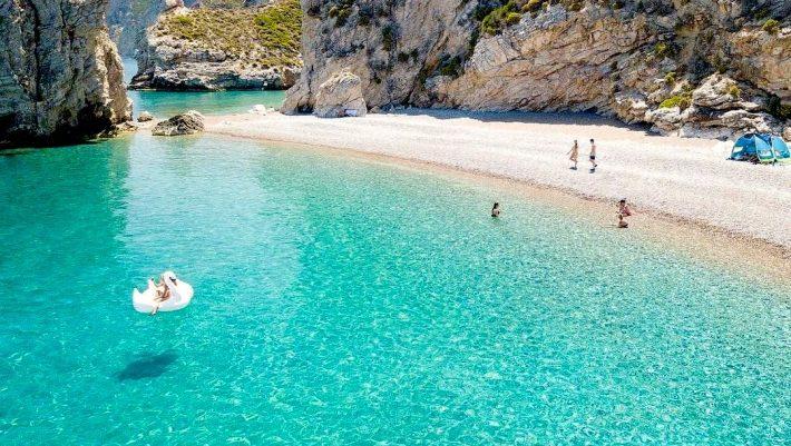 4 ελληνικά νησιά μαγευτικής ομορφιάς που θα αποφύγεις τον συνωστισμό