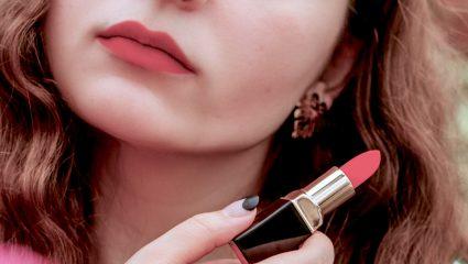 Λιωμένο lipstick; Έτσι θα… το επαναφέρεις στη ζωή