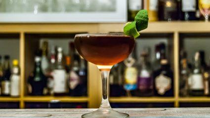 Συνταγή για cocktail Manhattan, ό,τι πρέπει για τα βράδια του Σεπτέμβρη στη βεράντα σου