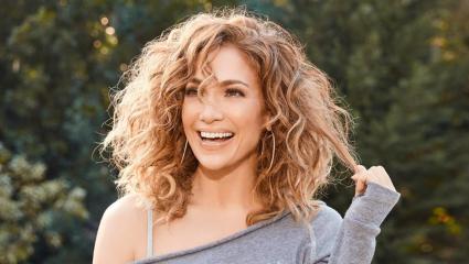 Η JLo φέρνει στο προσκήνιο το πιο λατρεμένο hair trend των '90s