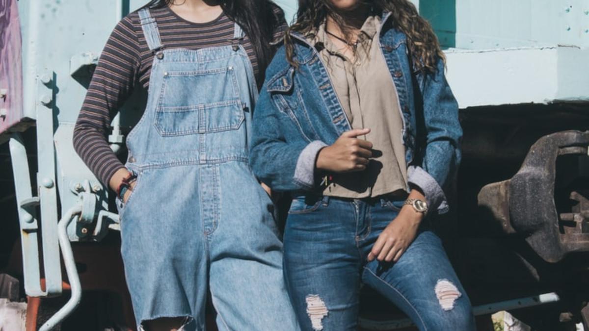 Distressed jeans: Το μεγαλύτερο comeback στα denim είναι γεγονός