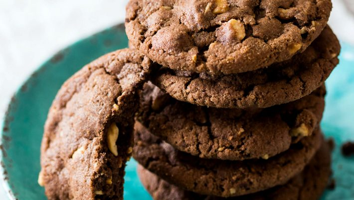 Φτιάξε μόνη σου μπισκότα βρώμης μέσα σε 10 μόλις λεπτά