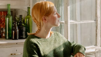 Τρία απλά tips για να μη λαδώνουν τα μαλλιά σου