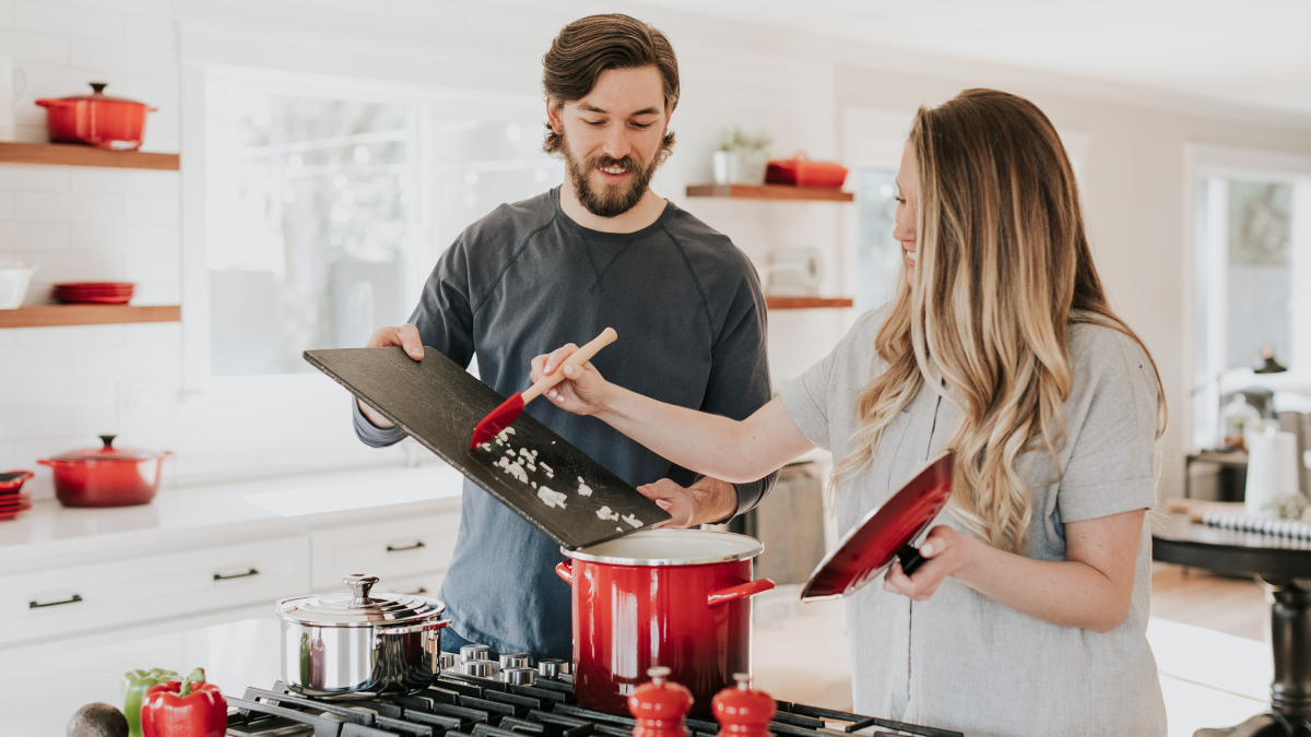 Το μεγάλο λάθος που κάνεις στο μαγείρεμα και παχαίνεις όταν συζείς με τον σύvτροφό σου