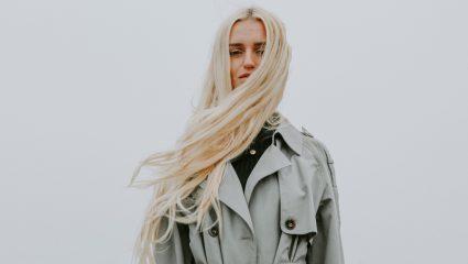 Φριζάρισμα τέλος: Η «μαγική» κίνηση πριν το λούσιμο για λεία μαλλιά