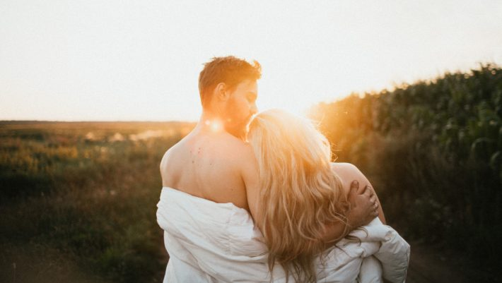 Tόσο διαρκεί ο κεραυνοβόλος έρωτας σύμφωνα με την επιστήμη