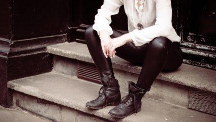 Τα leather παντελόνια θα μας βγάλουν από τη δύσκολη θέση και αυτόν το χειμώνα