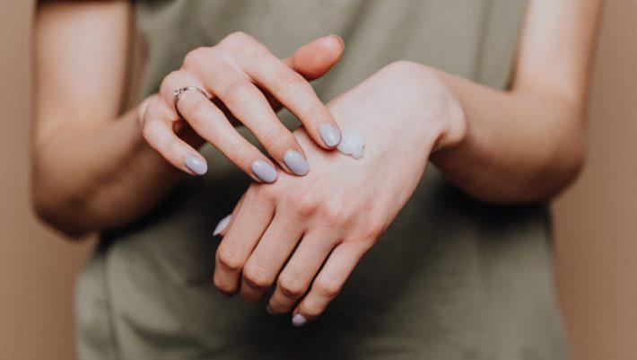 Η πιο εύκολη και μυρωδάτη DIY κρέμα χεριών για να έχεις πάντα στην τσάντα σου