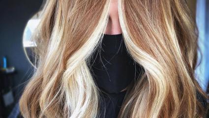 Τα μαλλιά του χειμώνα απαιτούν chunky caramel highlights