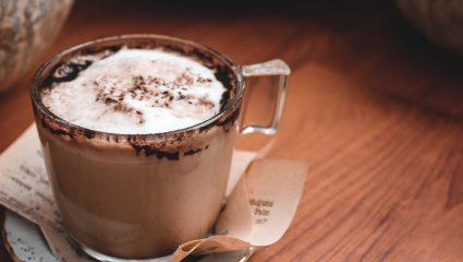 H πιο νόστιμη ζεστή σοκολάτα με γάλα σόγιας για να απολαμβάνεις δίχως τύψεις