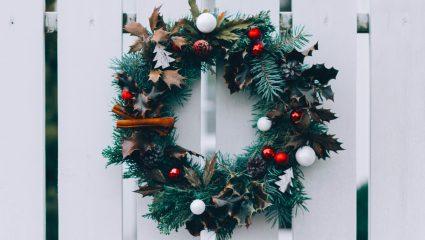 DIY: Το πιο εvτυπωσιακό χριστουγεννιάτικο στεφάνι για την εξώπορτα από τα χεράκια σου