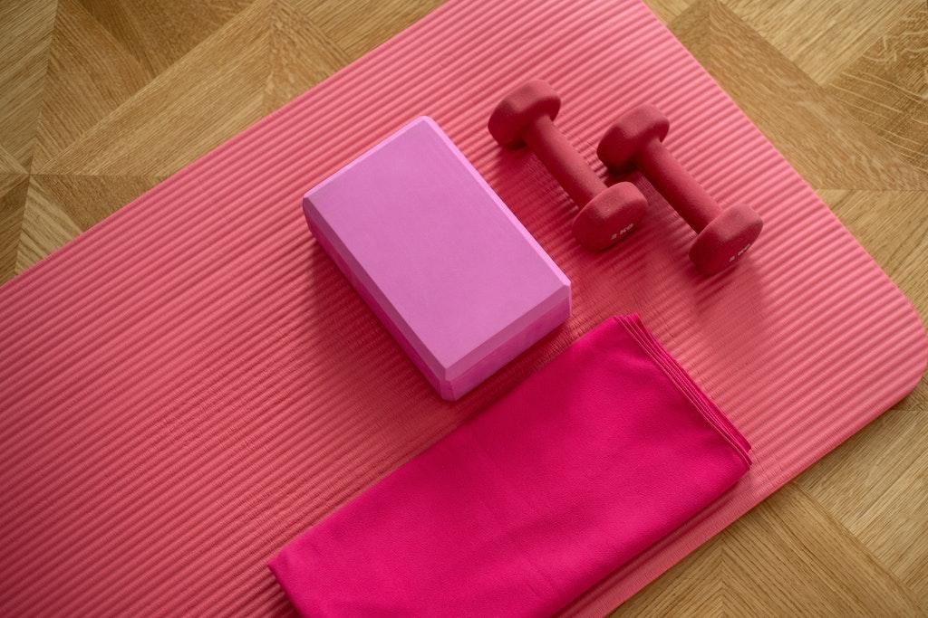 Γυμναστική στο σπίτι! Τα αντικείμενα που μπορείς να χρησιμοποιήσεις αντί για όργανα γυμναστηρίου