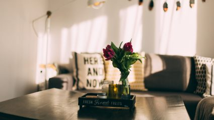 Τα χαλαρωτικά αρωματικά χώρου που θα μετατρέψουν το σαλόνι σου σε spa