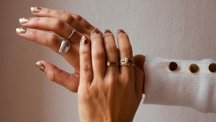 Festive nails: Γαλλικό με χρυσό, γίνεται;