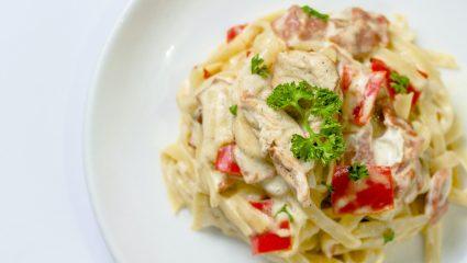 Η πιο γρήγορη και νόστιμη άσπρη σάλτσα για τα μακαρόνια σου