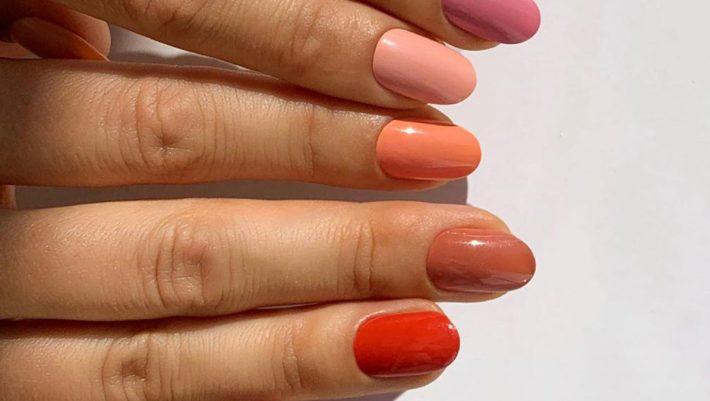 Orange tinted nails και τον χειμώνα; Αυτός είναι ο (σωστός) τρόπος