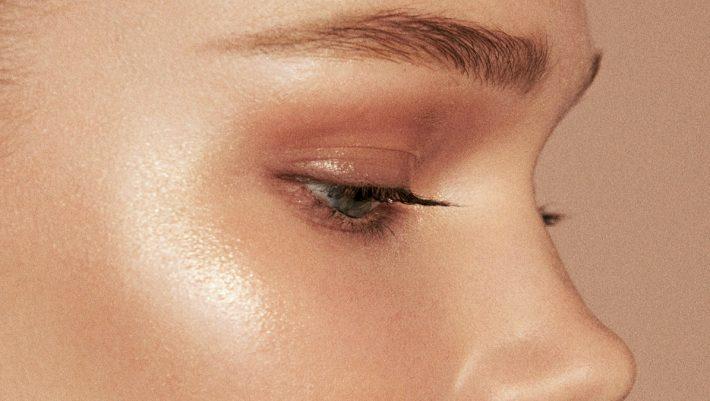 Τρία tips για να εξαφανίσεις το έντονο πρήξιμο κάτω από τα μάτια