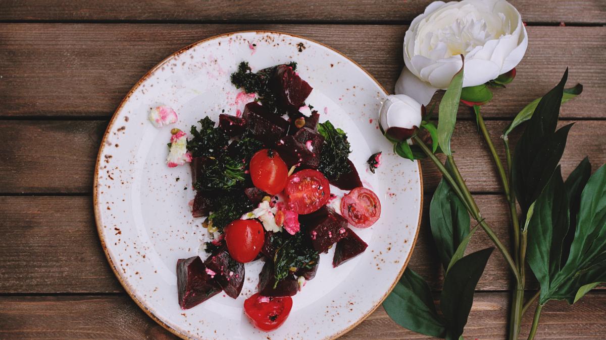 Δροσερή σαλάτα με παντζάρια και γιαούρτι για απόλαυση δίχως τύψεις
