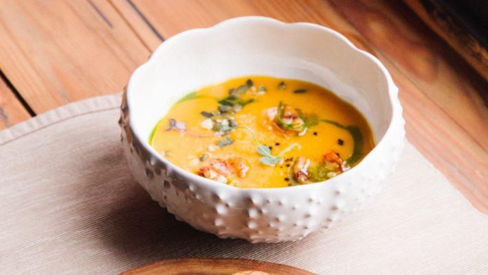 Έτοιμη σε 15': Αυτή η σούπα βελουτέ είναι ακριβώς αυτό που χρειάζεσαι στο γραφείο