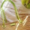 Οι basket bags στη μίνιμαλ εκδοχή τους είναι το πιο ανοιξιάτικο item για το 2021