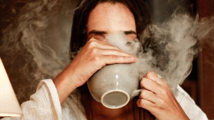 Χαμομήλι: 2 + 1 λόγοι για να καταναλώνεις μια κούπα κάθε βράδυ