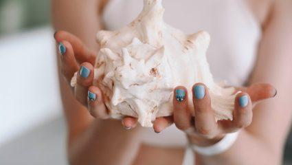 Τα πιο ανοιξιάτικα manicures για να επιλέξεις τώρα που ανοίγουν τα nail studios