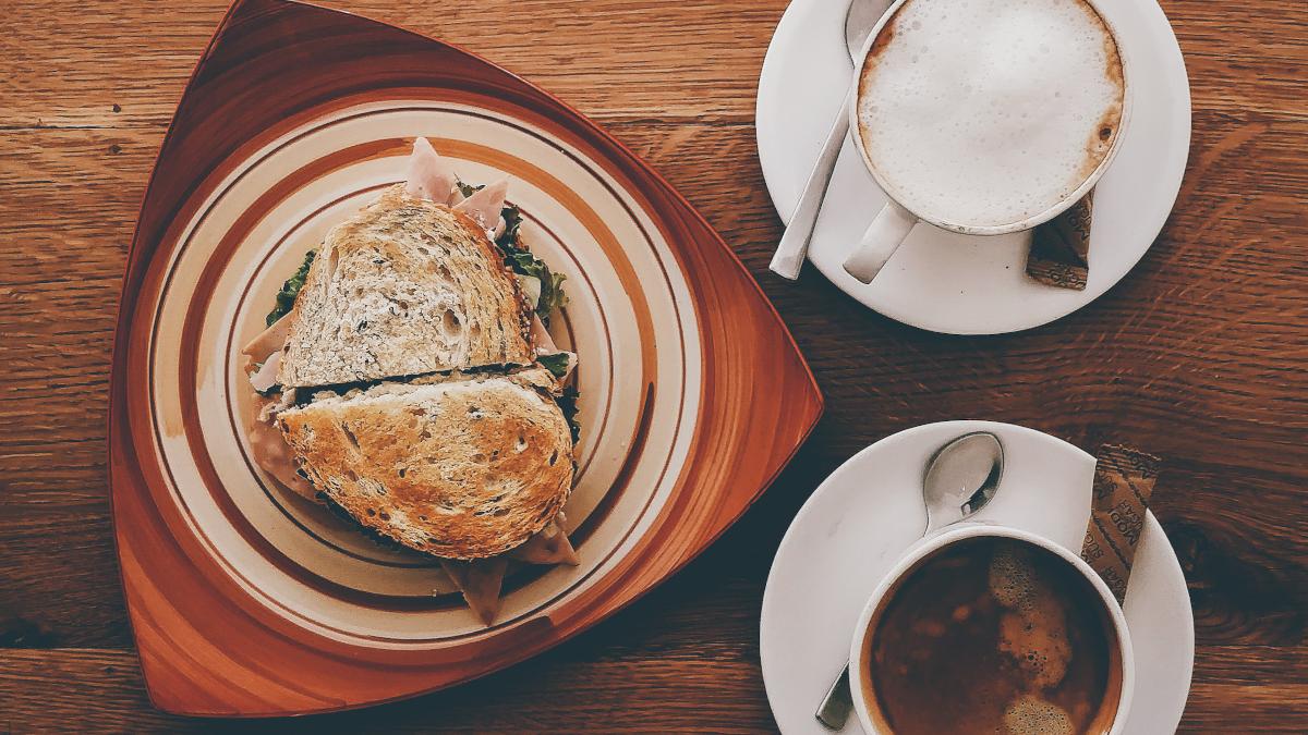 Brunch στη βεράντα: Το avo toastie με τρούφα με μανιτάρια θα γίνει η νέα λατρεία