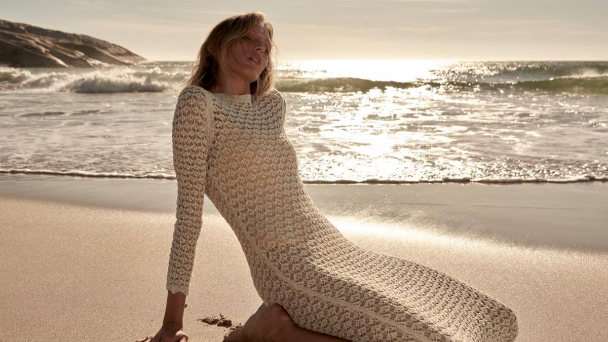 To pointelle knit dress θα αναβιώσει στις παραλίες το καλοκαίρι του '21