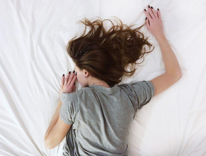 3 + 1 συμπτώματα άγχους που «χτυπούν» στο σώμα μας