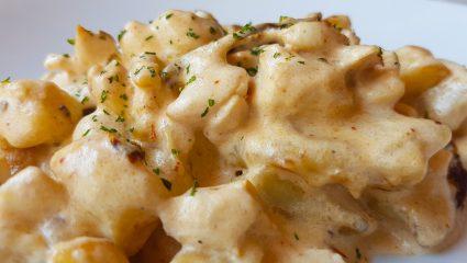 Συνταγή για τα gnocchi φούρνου με κρέμα και σπανάκι που φτιάχνονται σχεδόν μόνα τους
