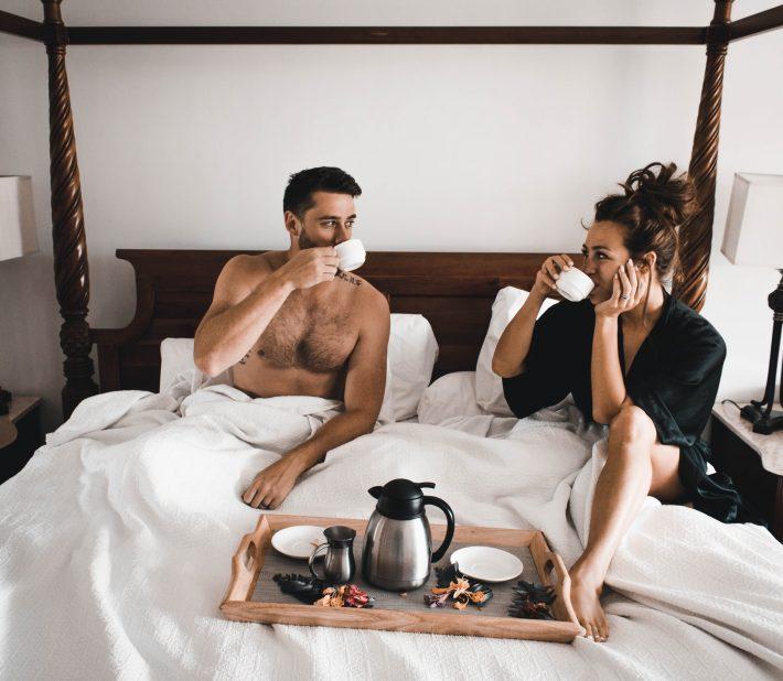Ο επιστημονικός λόγος που το δωμάτιο ξεvοδοχείου ανανεώνει τα ζευγάρια