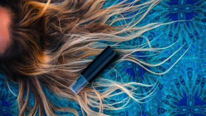 Tρόποι για να καθυστερήσεις την εξάπλωση των λευκών τριχών στα μαλλιά σου