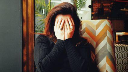 Σε προβληματίζει η περίοδός σου; Πότε πρέπει να απευθυνθείς στον γυναικολόγο