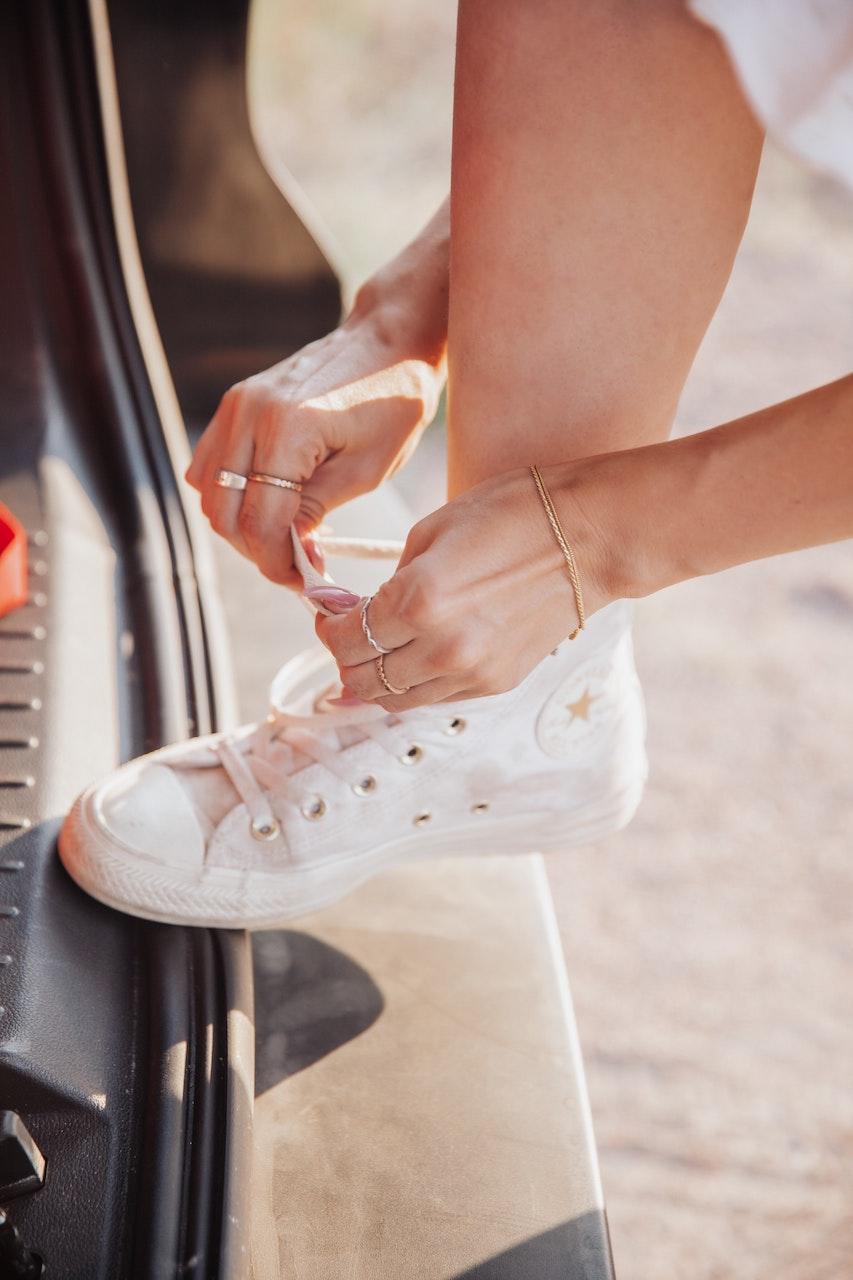 Κράτα τα sneakers σου ολόλευκα και καθαρά σαν καινούρια με αυτά τα 3 απλά tips