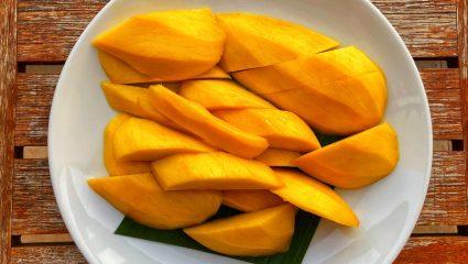 Τώρα που καλοκαίριασε! Τρεις λόγοι για να τρως ένα μάνγκο την ημέρα