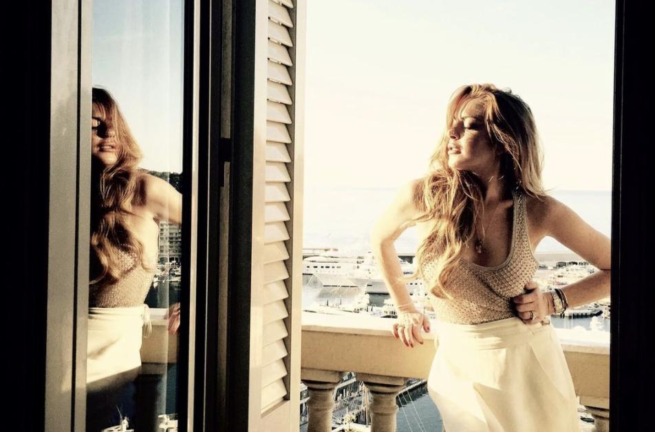 Το καινούργιο χρώμα μαλλιών της Lindsay Lohan είναι η προσθήκη που χρειάζεσαι στο καλοκαιρινό σου look