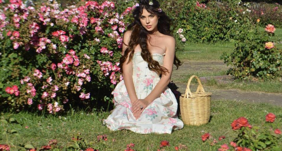 To ρομαντικό prairie dress είναι η επιτομή της μόδας στα φορέματα φέτος το καλοκαίρι