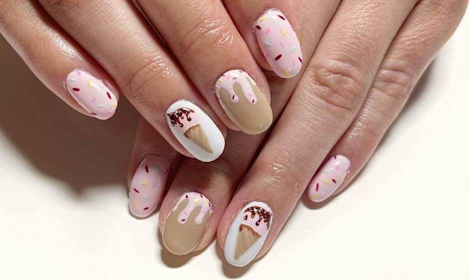 Ice-cream mani   Tα πιο καλοκαιρινά νύχια που αξίζει να δοκιμάσεις