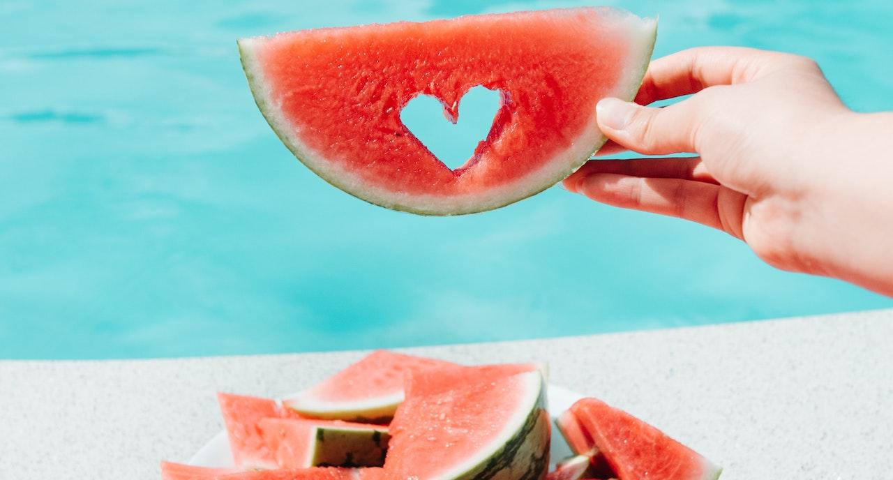 3 + 1 ρομαντικά κλισέ που μάθαμε να πιστεύουμε αλλά δεν ισχύουν στις σχέσεις