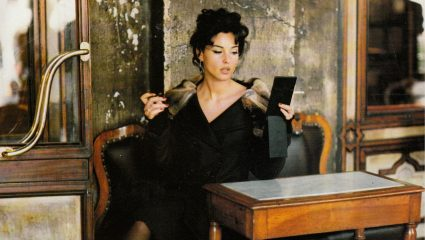 Monica Bellucci | Για πρώτη φορά ξανθιά ως Anita Ekberg