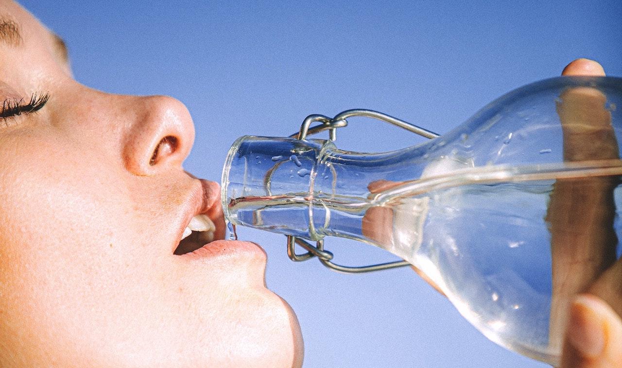 Εσύ ξέρεις πόσο νερό πρέπει να πίνεις το καλοκαίρι;