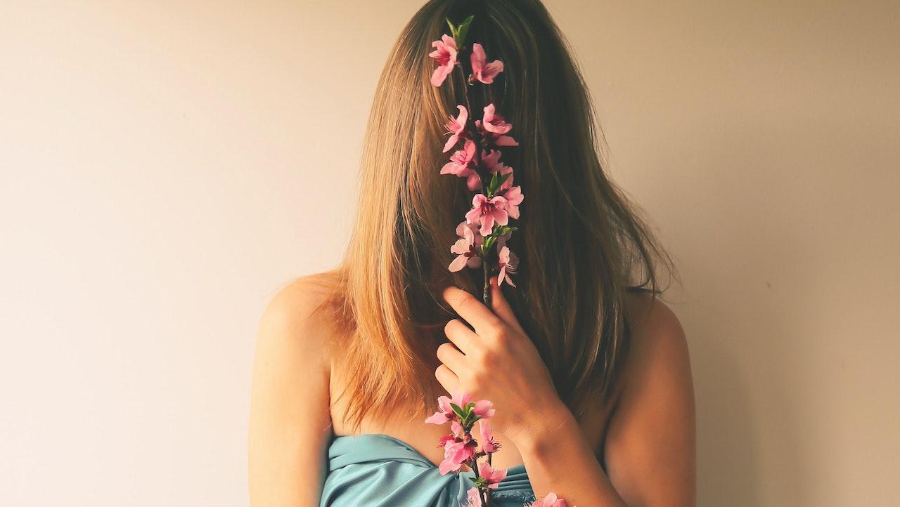 Μάσκα θρέψης και αναζωογόνησης με κρεμμύδι για τις φύτρες των μαλλιών σου